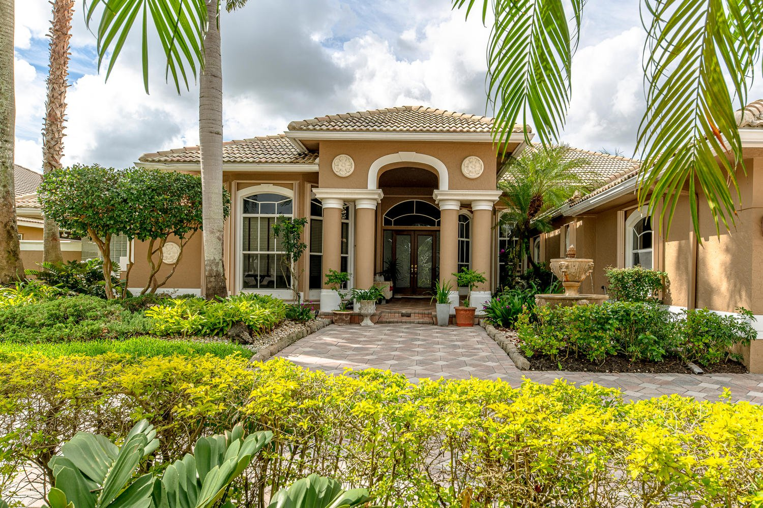 2493 Poinciana Dr Luxury Real Estate